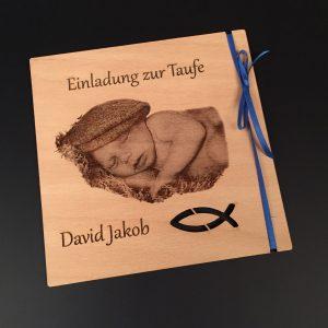 Holzeinladung zur Taufe auus Buchenholz